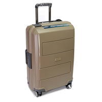 Фотографія: Прочный чемодан из полипропилена на за..