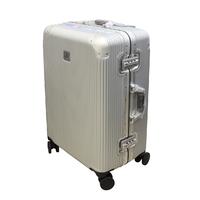 Фотографія: Прочный чемодан на защелках без молний..